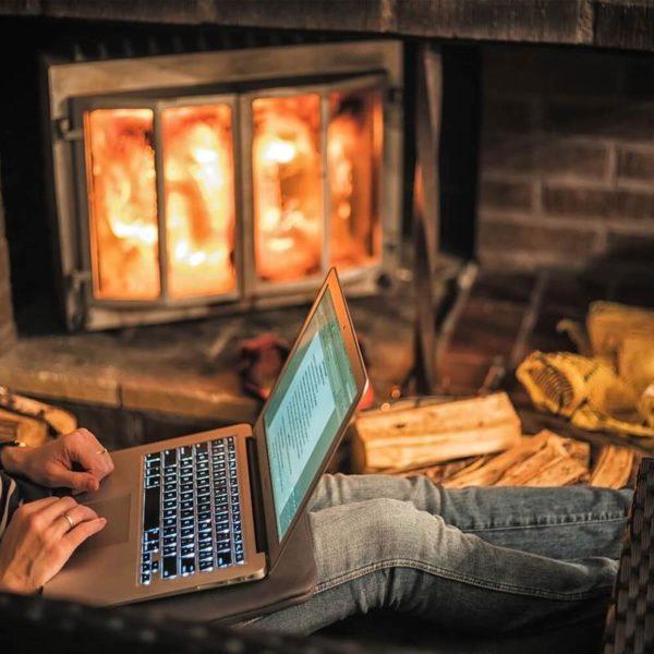 drewno-kominkowe-laptop