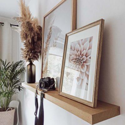 półka na ścianę z litego drewna